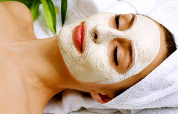 milk-powder-honey-and-almond-oil-face-pack