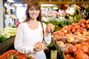 woman-shopping-for-organic-peaches