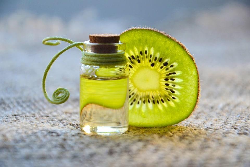 essential oil 3073901 960 720