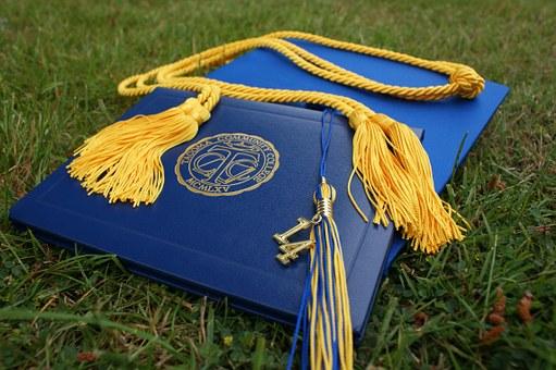 graduation 907565 340